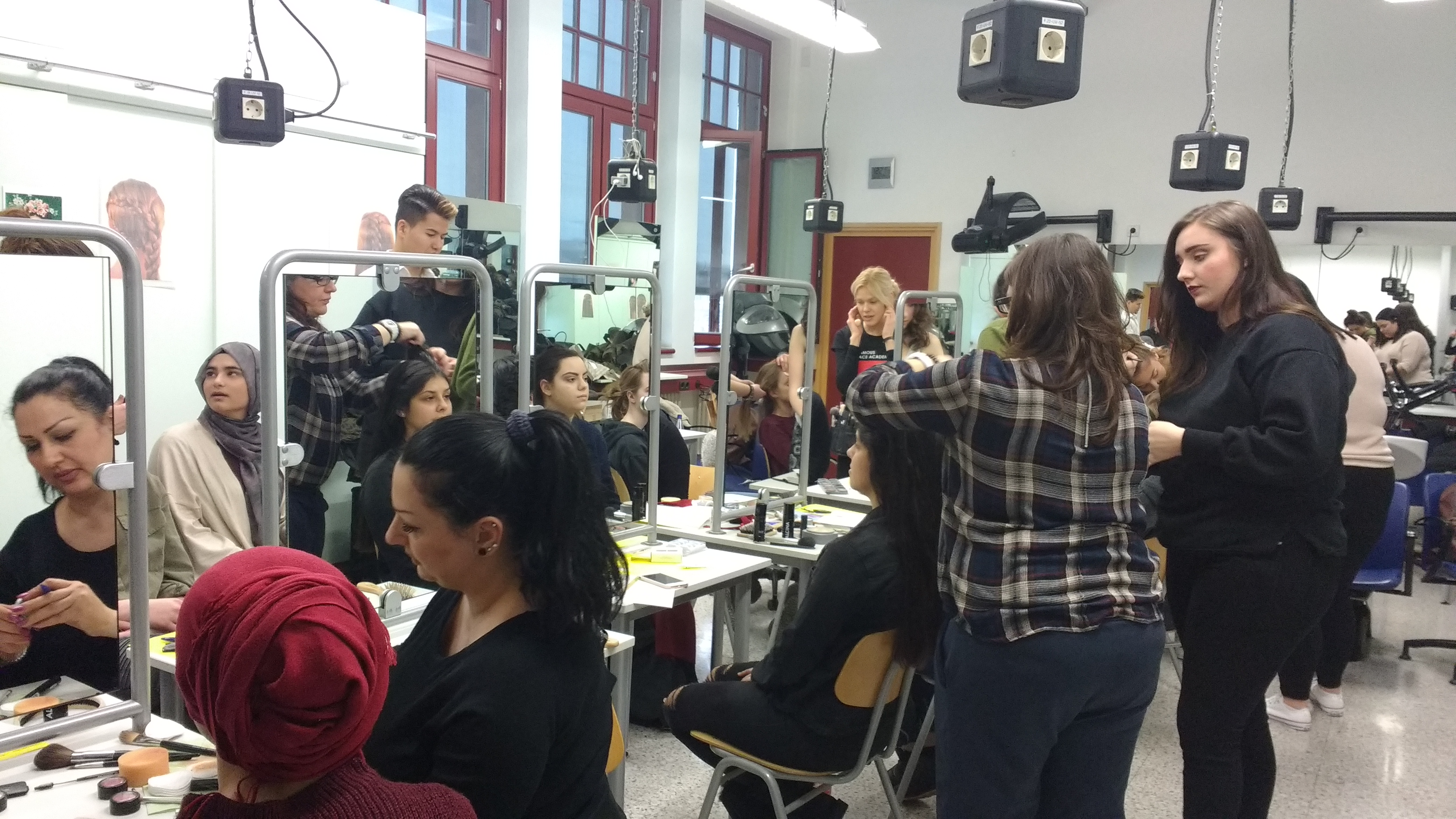 Schule f r bekleidung und mode famous face academy for Mode bekleidung schule frankfurt